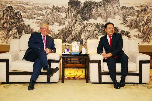 澳大利亚前总理陆克文推荐《无条件增长》